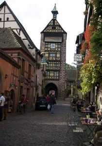 La rue principale Gite riquewihr